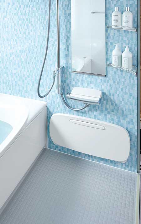 カウンターを壁に掛けて洗い場が広く使える