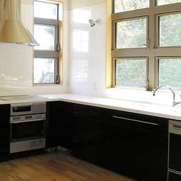 理想のキッチンを手に入れよう!~素敵なキッチンと壁&床材~
